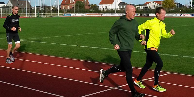 Løb over målstregen på 400-meter banen i Idrætsparken